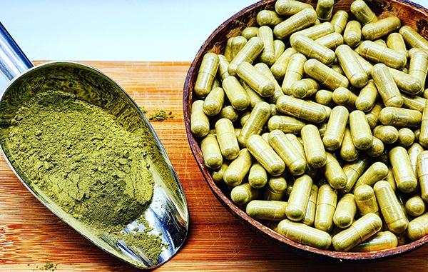 kratom-powder-kratom-capsules